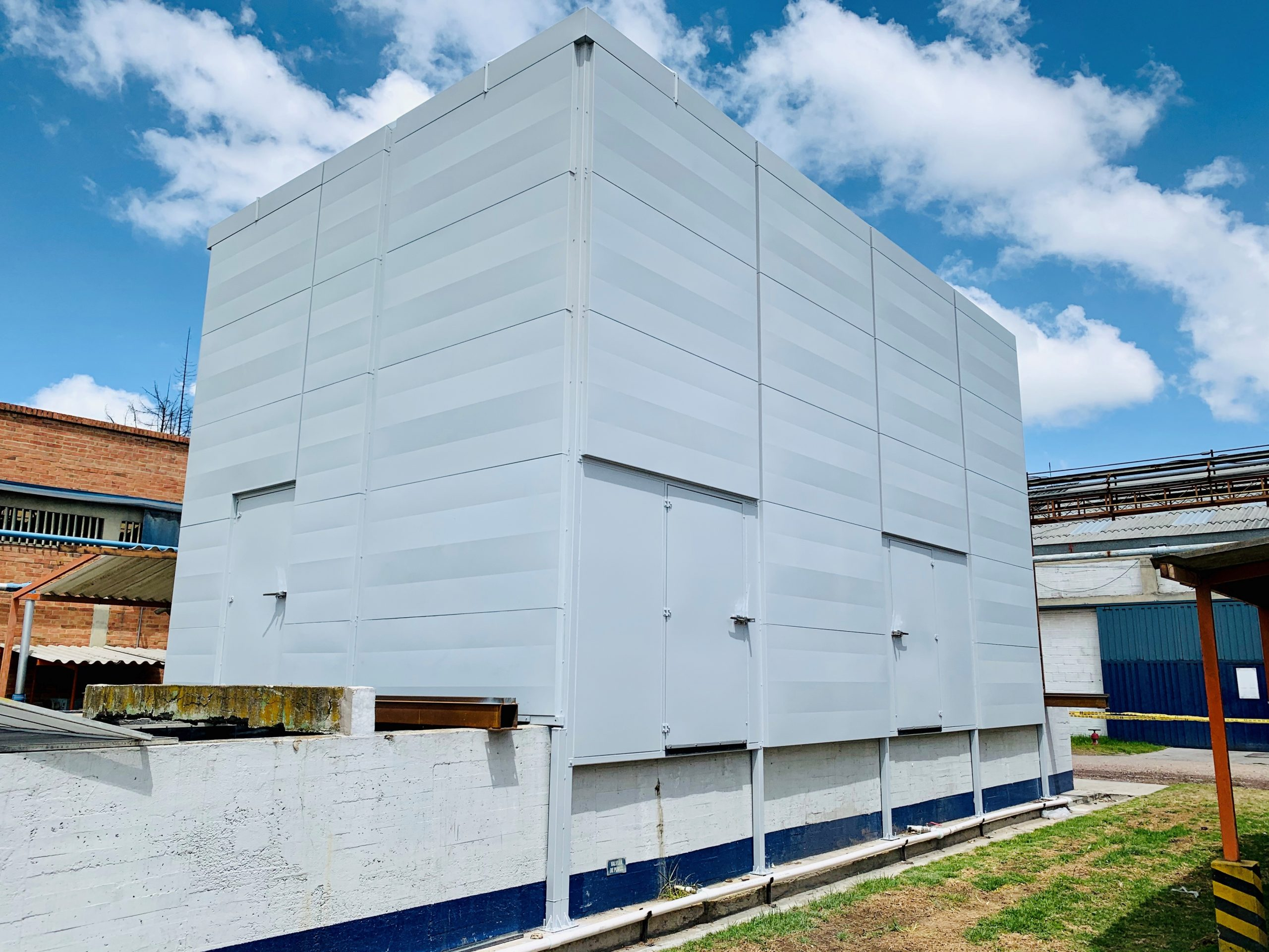 Sistema de control de ruido  torres de enfriamiento -  Corona Grival. Duración 5 meses.